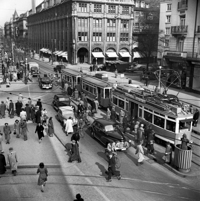 22 Black and White Photos That Capture Street Scenes of Zürich in the 1950s  ~ Vintage Everyday